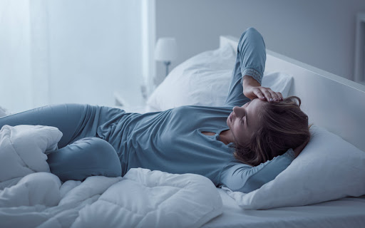 Kebiasaan Buruk Yang Harus Dihindari Sebelum Tidur Agar Tidur Lebih Berkualitas